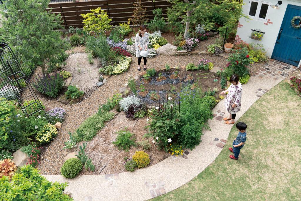 庭でともに過ごす 家族の時間
